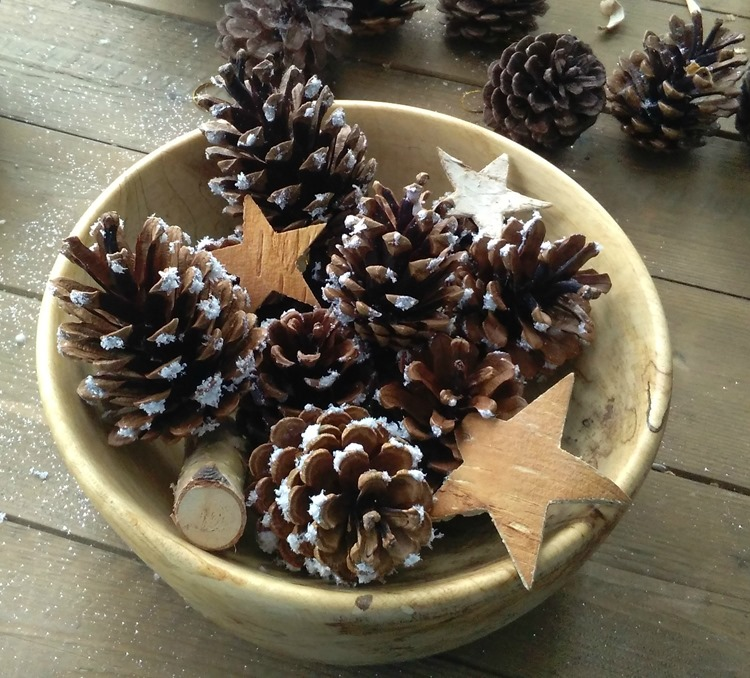 winter wonderland pinecones