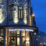 Hotel Waterfront in Alesund tijdens de avond.