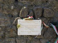 Az ostorm 450. évfodulóján elhelyezett emléktábla a várban. Csáky Károly felvétele.jpg