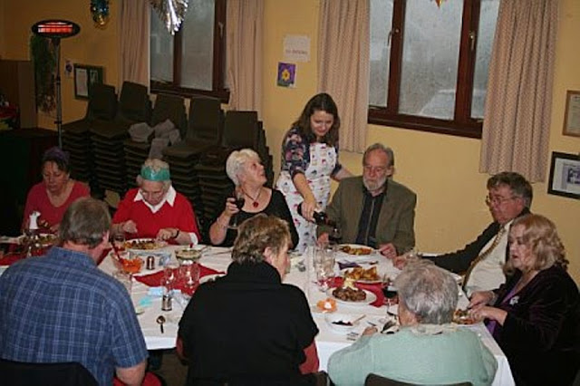 Pensioners Lunch - 11-12-2011 - penlunch%2B%25284%2529.jpg