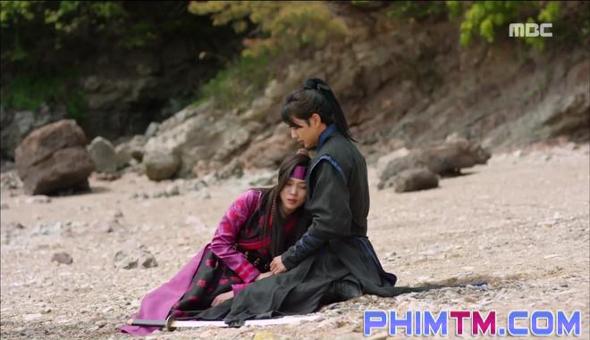 Đố kị với Kim So Hyun, nữ phụ Quân Chủ tự tay xẻo thịt mình - Ảnh 4.