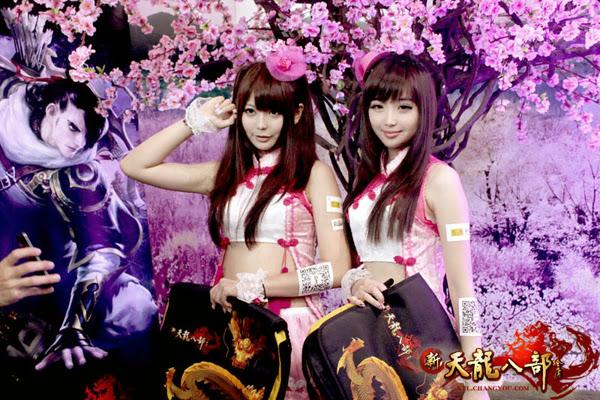 Ngắm showgirl tại gian hàng Tân Thiên Long Bát Bộ 4