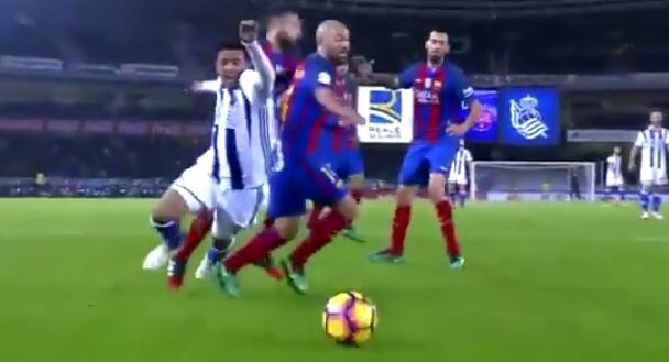 Di Tahan Imbang 1 : 1 Sociedad, Barcelona Jauhi Puncak Klasemen