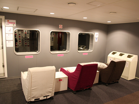 川崎近海汽船「シルバープリンセス」 7デッキ ソファースペース