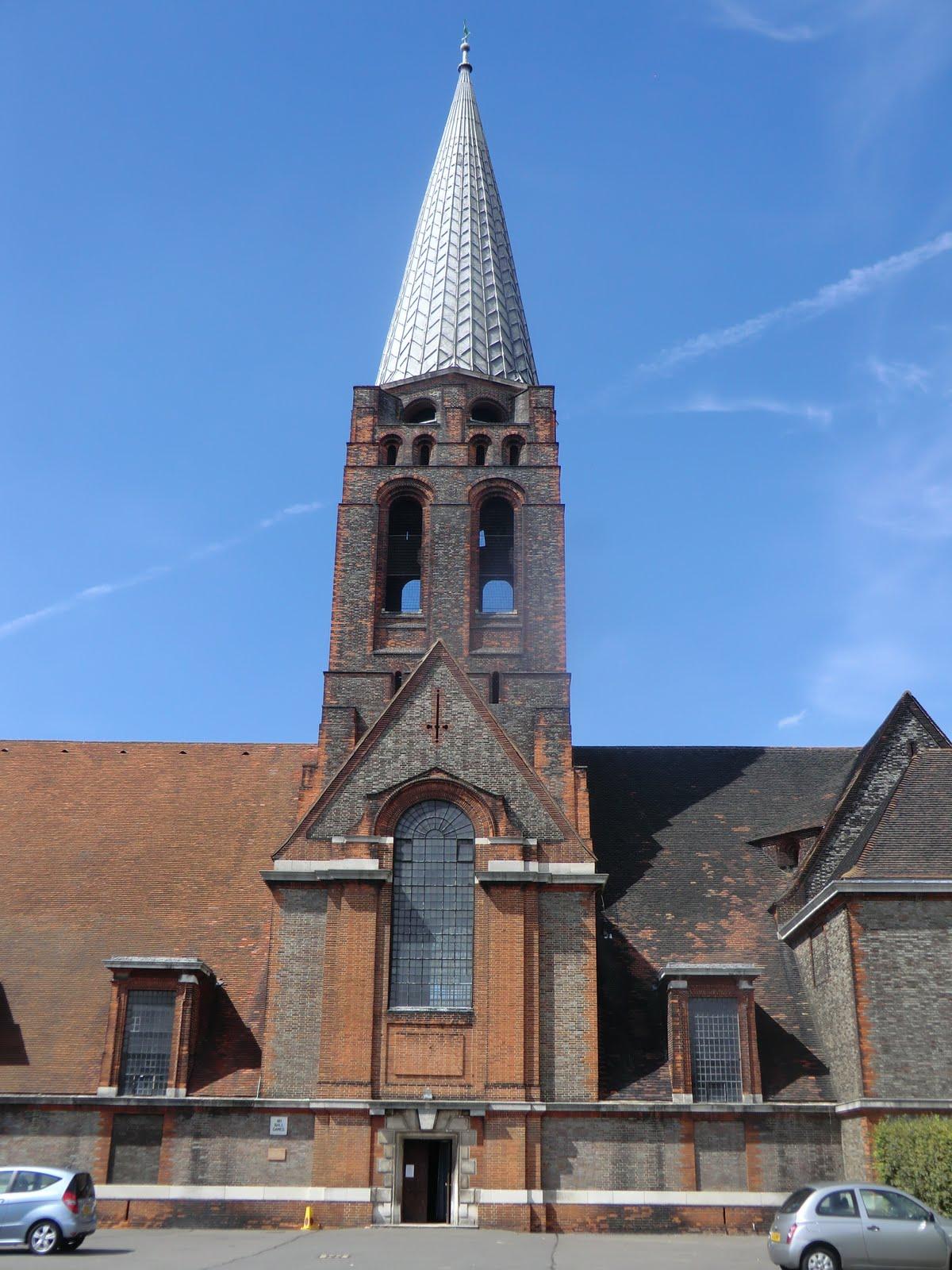 CIMG9574 St Jude's church, Hampstead Garden Suburb