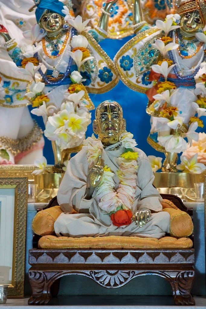 ISKCON New Govardhan Deity Darshan 08 Dec 2016 (4)