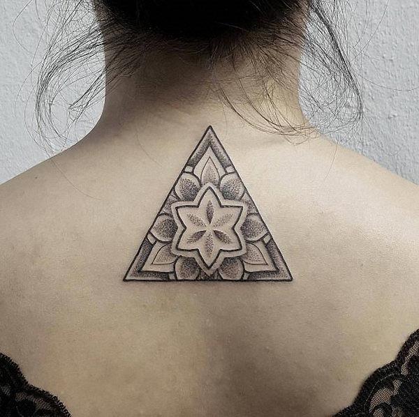 este_pico_de_design_triangular