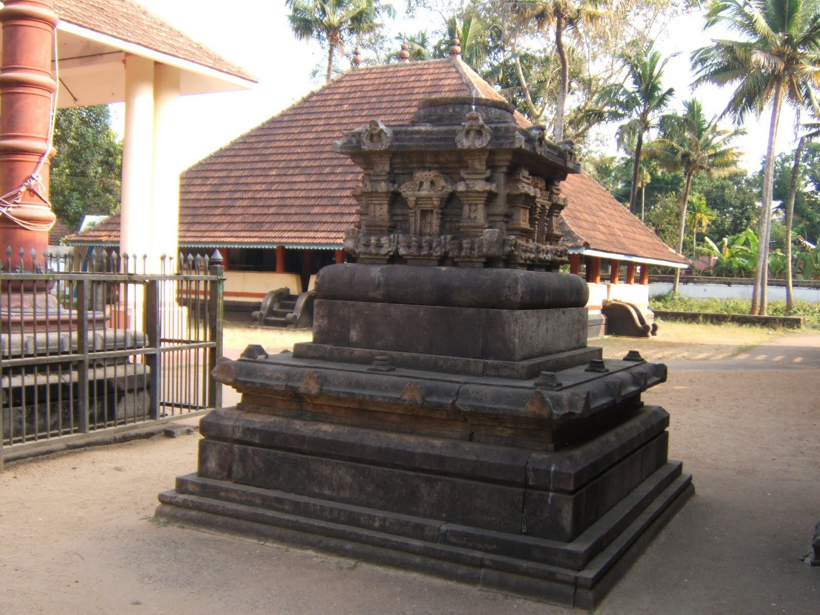 Sri Moozhikalathan Perumal Temple (ThiruMoozhikalam) Kerala - Divya Desam 86