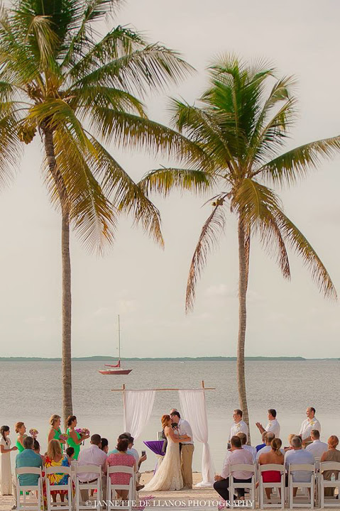 A Natural Simple Beach Wedding In Florida Fl Keys