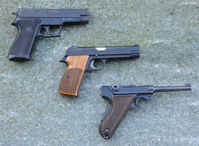 Les Luger suisses, modèles 1906 produits par la Waffen Fabrick à Berne. 3%2520pistols