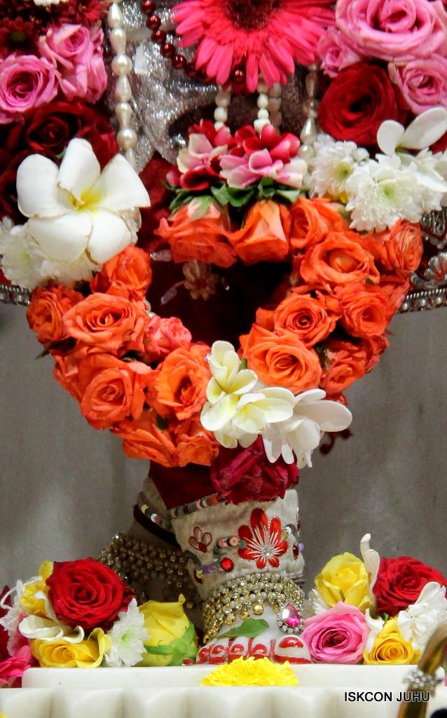 ISKCON Juhu Sringar Deity Darshan on 30th Sep 2016 (55)