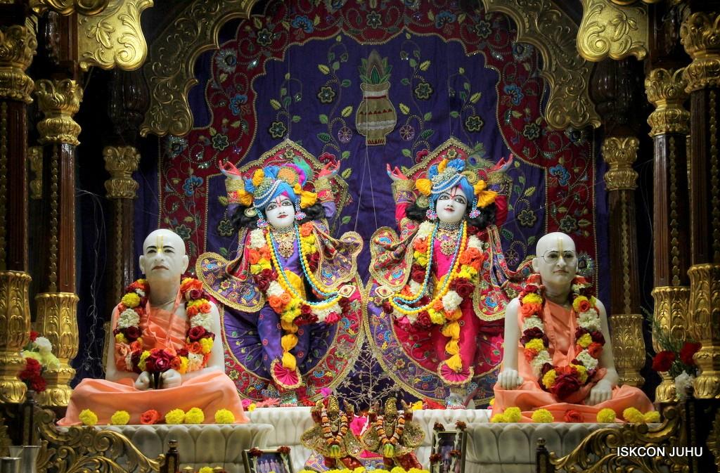 ISKCON Juhu Sringar Deity Darshan 20 Jan 2017 (32)