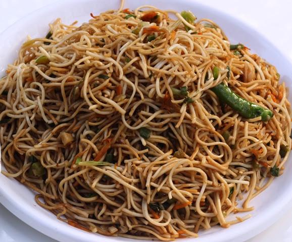 Vegetable Hakka Noodles Recipe | Indo-Chinese Vegetarian Noodles