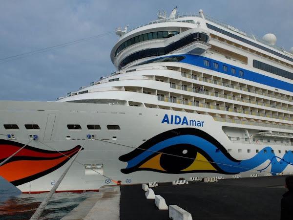 AIDA Mar, een luxe cruise schip, met de kusmond