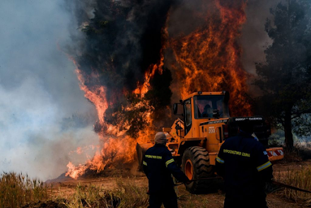 Συνεχείς αναζωπυρώσεις στα πύρινα μέτωπα - Εκκενώνεται προληπτικά ο οικισμός Παπαγιαννέικα