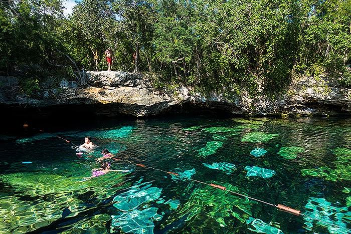 CenoteAzul03.jpg