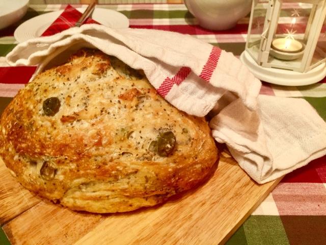 No-knead Provençal pot bread with olives