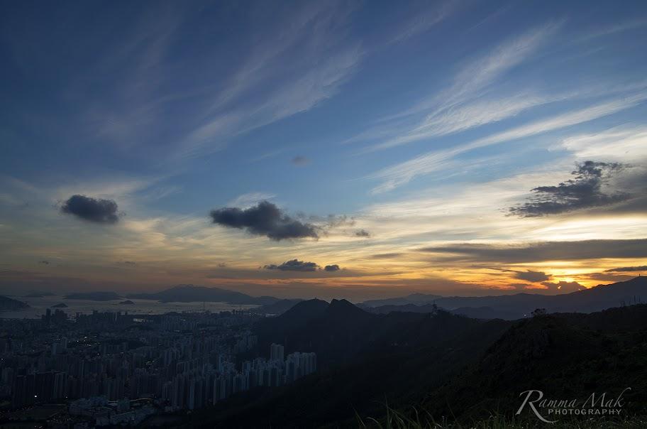 日落和未亮的都市