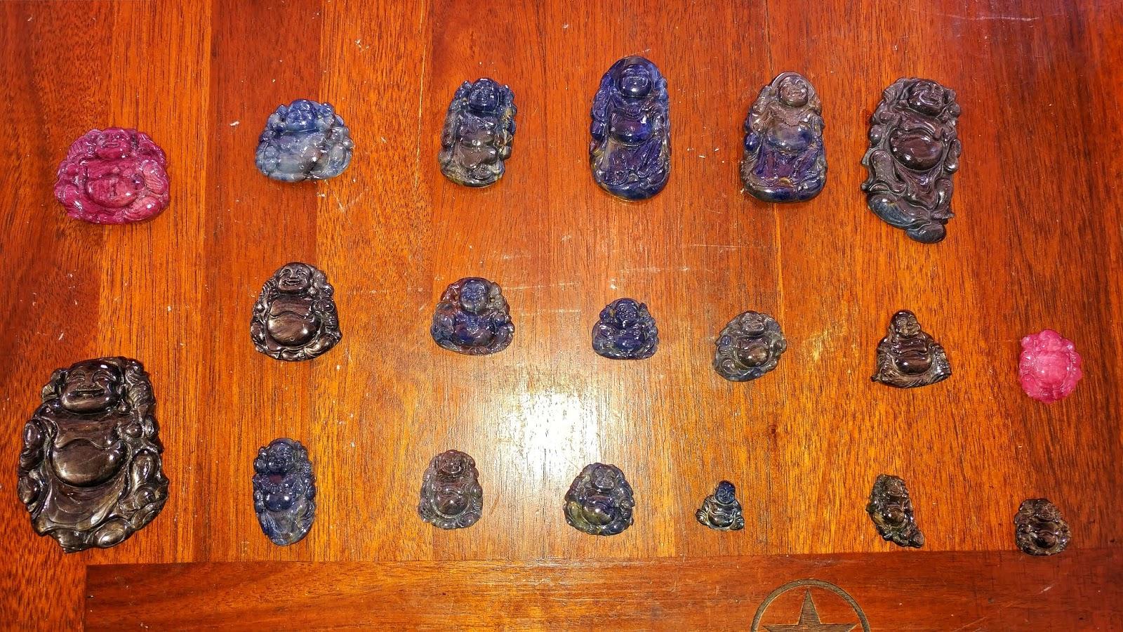 Tượng Đức Di Lạc Sapphire thiên nhiên,  nghệ nhân Sài Gòn chạm tay