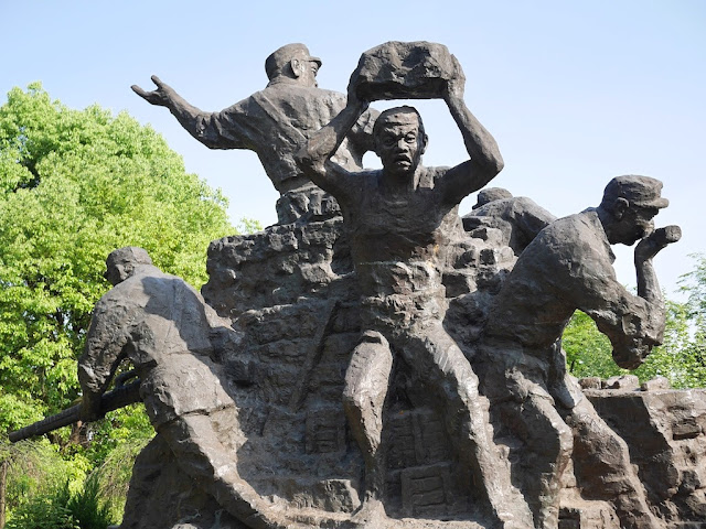 statues of soldiers in Yueping Park, Hengyang