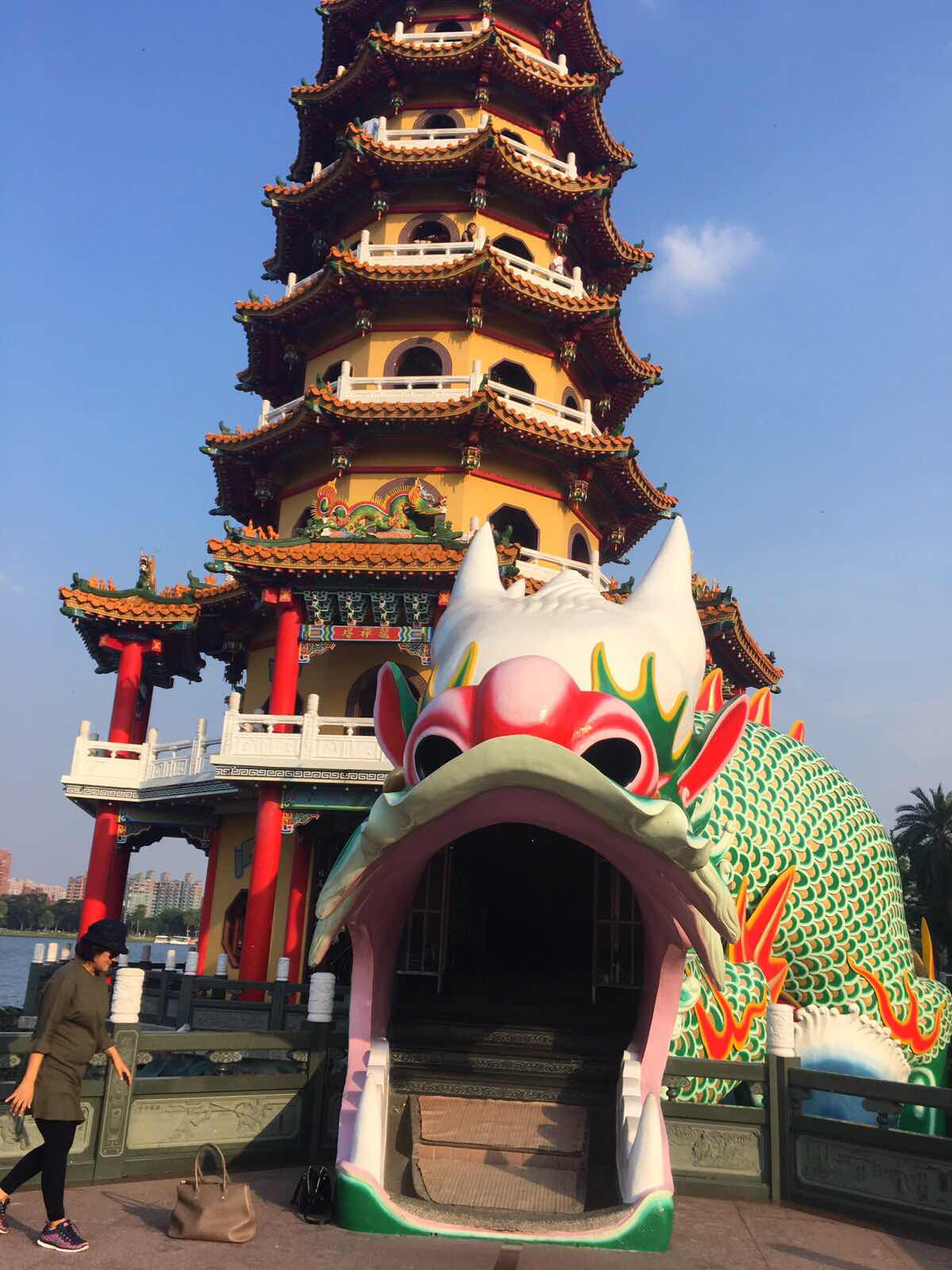 dragon and tiger pagodas kaohsiung taiwan lotus pond