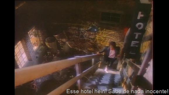 Michael Jackson - Billie Jean (Remastered HD 720p).mp4_snapshot_03.39_[2015.12.22_23.51.46]