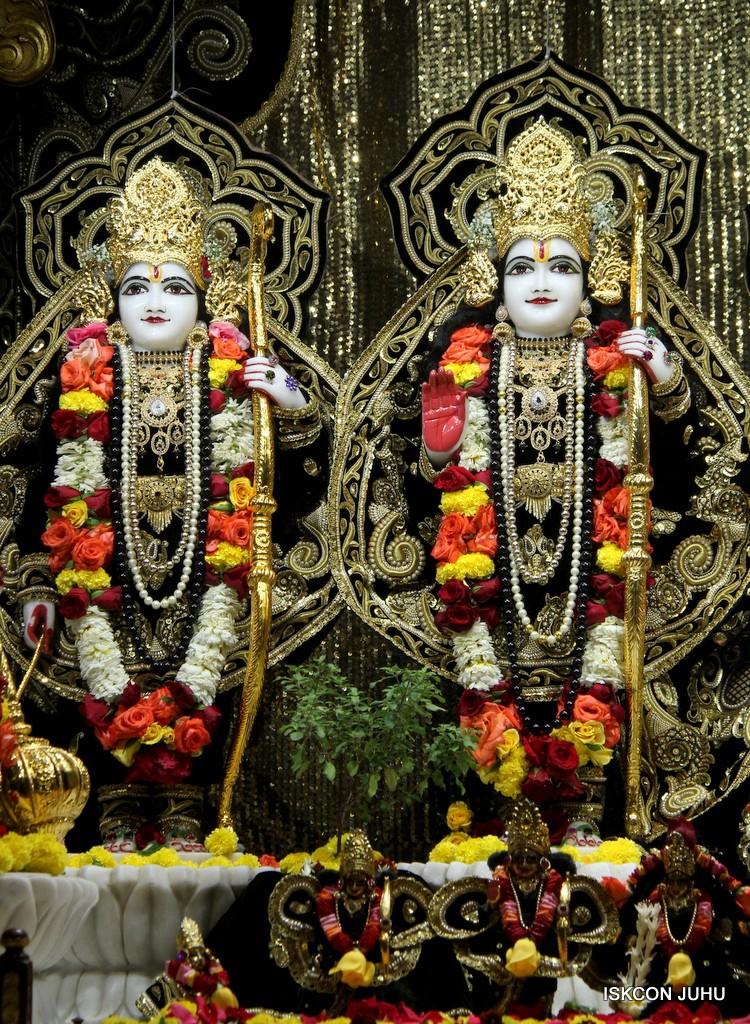 ISKCON Juhu Sringar Deity Darshan 7 Jan 2017  (28)