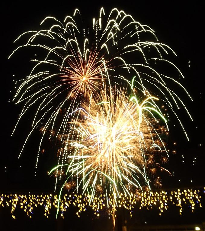 [Firework+display+by+local+company++Blitz+Fireworks%5B3%5D]