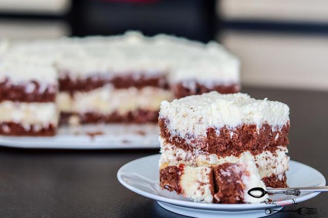 ciasta i desery, ciasto z kokosem, ciasto z kremem i owocami, ciasto z dżemem, ciasto na biszkopcie, biszkopt kakaowy, biszkopt z 5 jaj, pyszne ciasto z kremem,