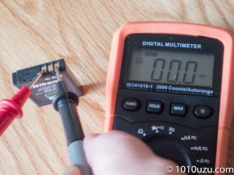 バッテリの電圧を測ると見事に0V