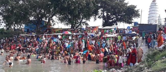बेगूसराय:कोरोना के भय पर भारी दिखी आस्था,गंगा स्नान को पहुंचे हजारों श्रद्धालु