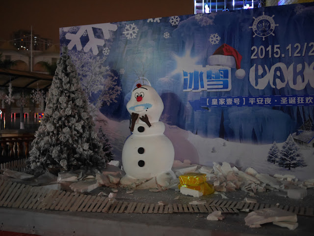 promotion for a Christmas party at the Royal No. 1 Club (皇家壹号) in Xiamen with Olaf and crushed styrofoam for snow