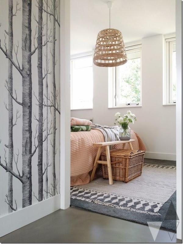 Rinnovare la camera da letto con una parete verde oliva