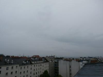 Regnerisch ist es bei 15,6°C um 9:20 Uhr.