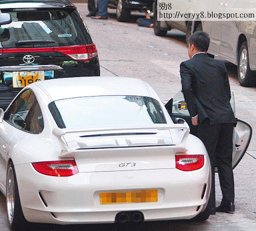 貴為新加坡名門望族,身家億億聲,但劉頌銘出入都揸住同一架百萬波子,有別一般富二代「換車如換衫」的宗旨。