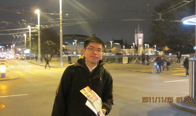 我在蘇黎世火車站外的街道上