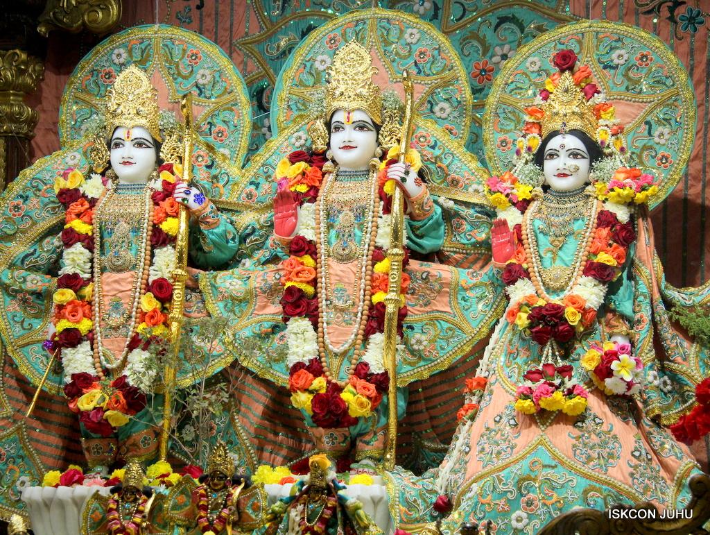 ISKCON Juhu Sringar Deity Darshan on 19th Jan 2017 (33)