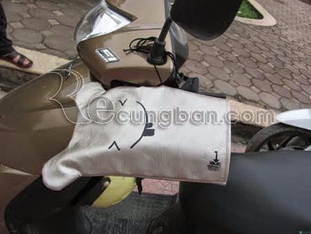Gang tay xe máy chống rét đa năng