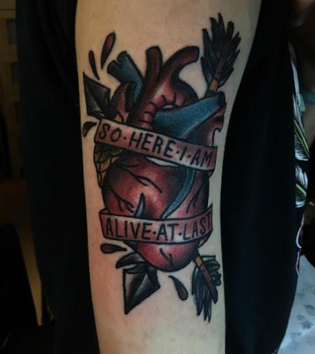 Coracao Tatuagens com citacoes positivas dentro dela