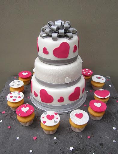 986- Bruidstaart Huwelijk Cupcakes valentijn.JPG