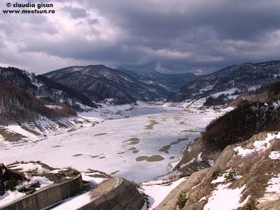 Lacul de baraj Siriu, Muntii Siriu, Muntii Podu Calului