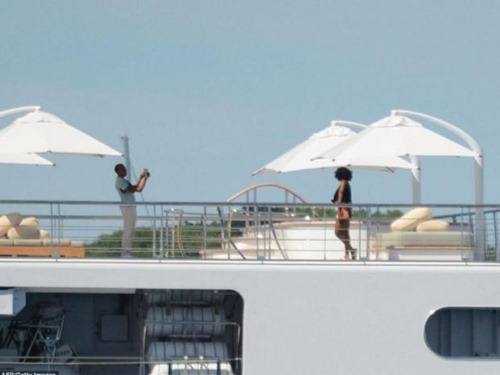 barack michelle private yacht1