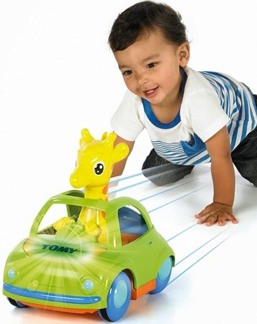 Hươu con lái xe ô tô có nhạc và có đèn là món đồ chơi rất bổ ích và lý thú