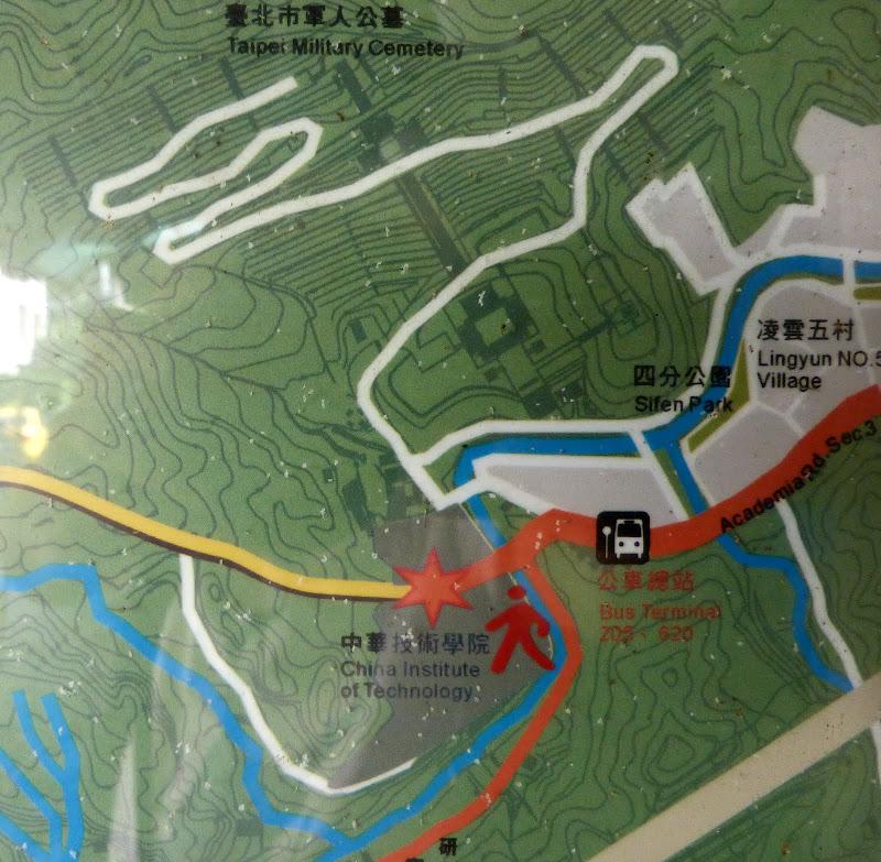 Taipei. Si Shou shan, en plein coeur de Taipei. Accès par un autre chemin moins emprunté. - P1240865.JPG