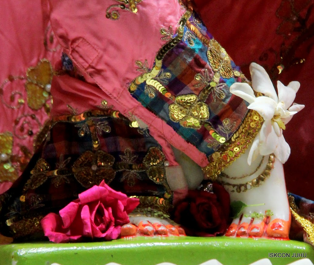 ISKCON Juhu Mangal Deity Darshan 09 Apr 16 (28)