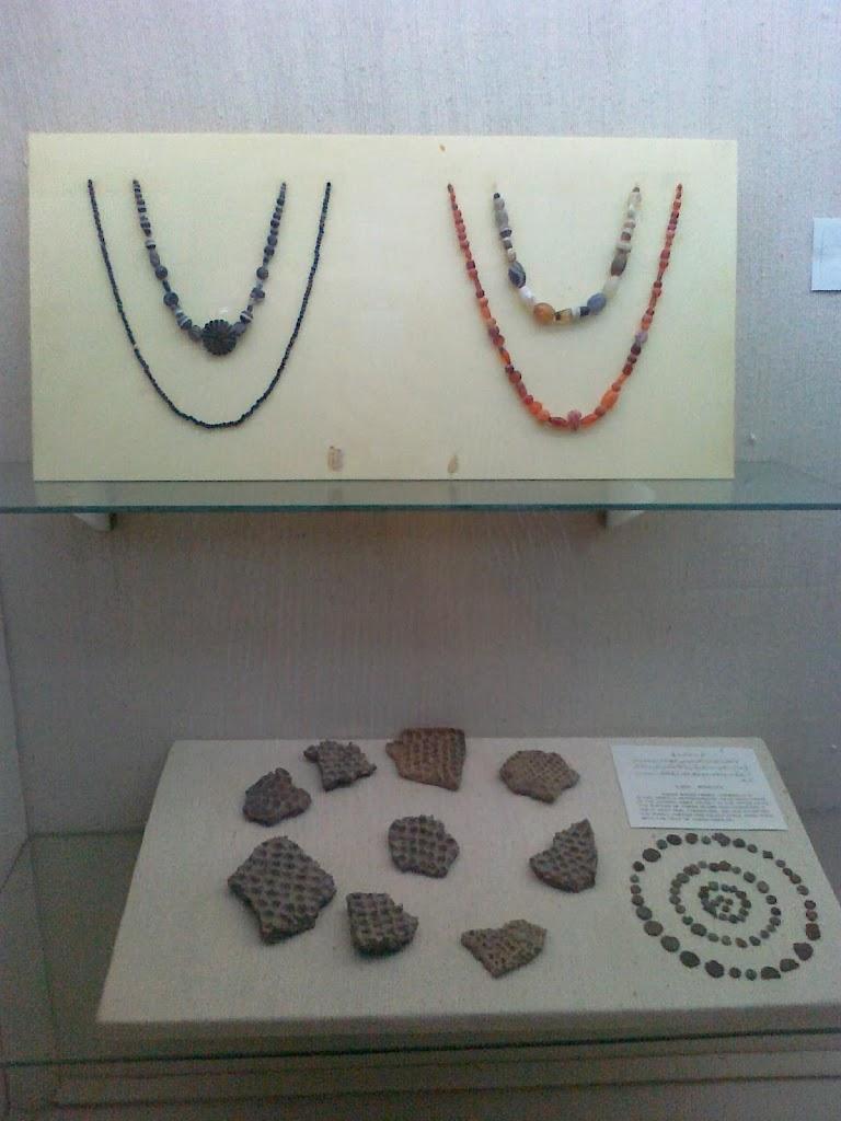 Museum_Artifacts_Glassware_Precious_Stones_the_Muslim_Period