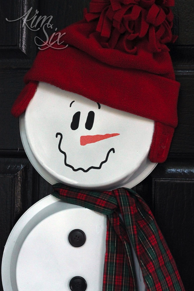 Painted cake pan snowman wreath