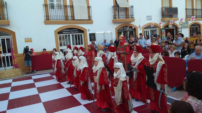 Ajedrez viviente celebrado en una edición anterior de los Moros y Cristianos de Vera.