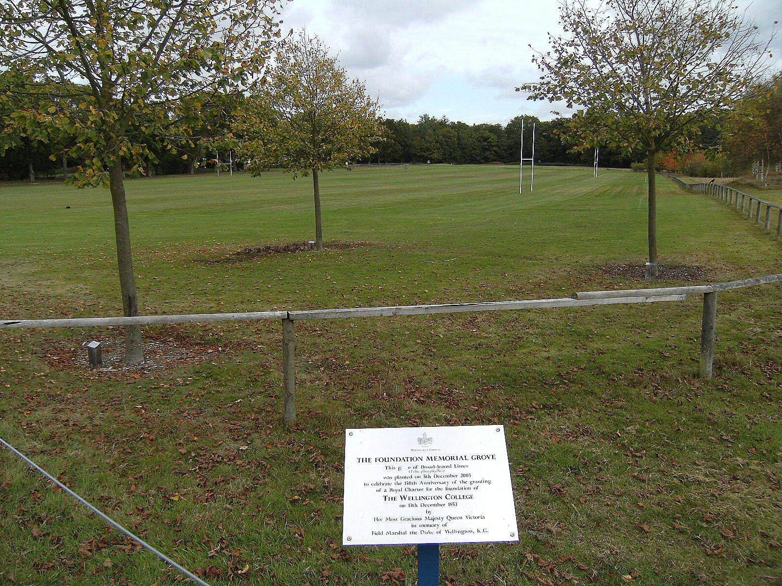 DSCF2088 Wellington College grounds