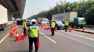 Pembatasan Lalu Lintas di KM 31 Tol Jakarta - Cikampek Diberlakukan